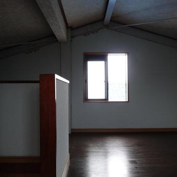どんな屋根裏にしよっかな。※電気がつかず、暗くてすみません。。