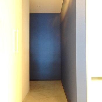モルタルの玄関がまたかっこいい!(※写真と文章は前回募集時のものです)