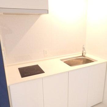 キッチンはデザイン性の高いIH1口。(※写真と文章は前回募集時のものです)