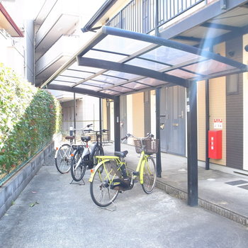 【共用部】屋根つき駐輪場です!