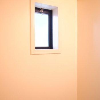 小窓つきです!