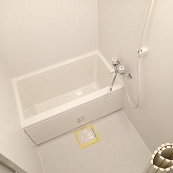 お風呂はリノベーションされていて、綺麗です。