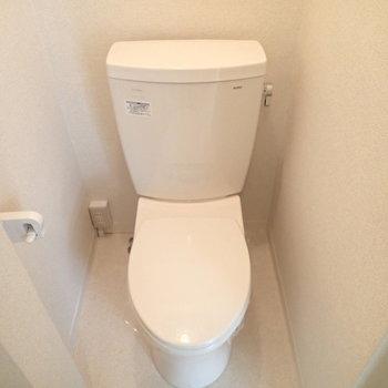 トイレはウォシュレットはないものの、シンプルでいい感じ。