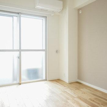 寝室もしっかり明るい空間◎