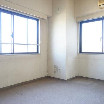 【工事前】玄関右の洋室