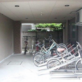 屋内駐輪場も備わってます