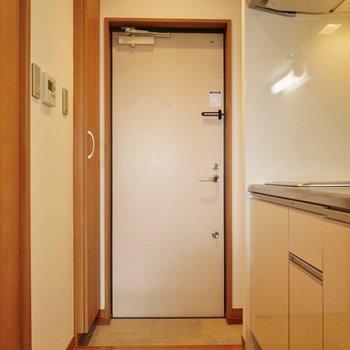 玄関入るとすぐがキッチン