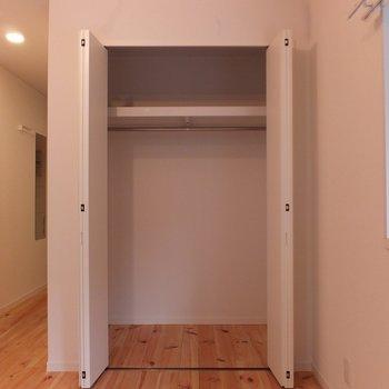 収納は一人暮らしなら十分サイズ!  ※写真は別部屋です