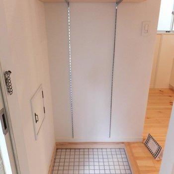 玄関の白タイルかわいいですね~  ※写真は別部屋、前回募集時のものです