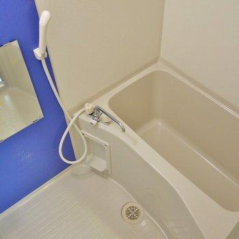 浴室乾燥機付きのバスルーム。※写真は同一フロアーの別室