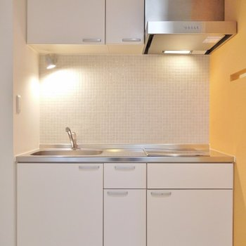 使い勝手の良いキッチンスペース。※写真は同一フロアーの別室