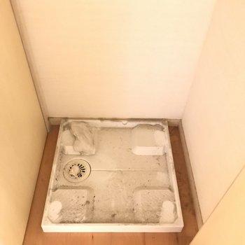 洗濯機置場は扉で隠せますよ。※写真はクリーニング前です。