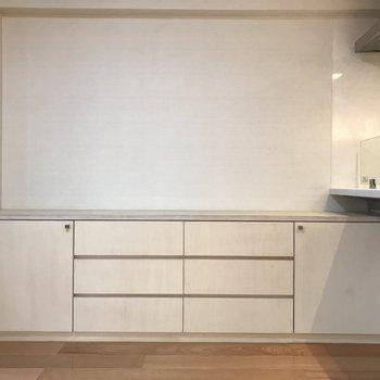キッチン側にもキャビネットがあるのが嬉しいな。