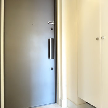 玄関はふつうな感じ。シューズボックス大きいね