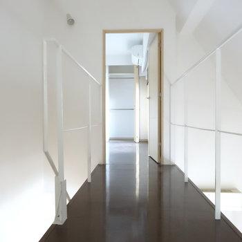 渡り廊下の空中感。