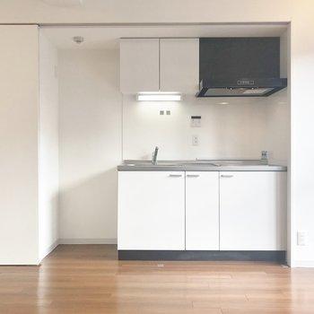 右からキッチンがこんにちは♪
