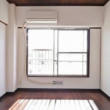 こちらも窓があります