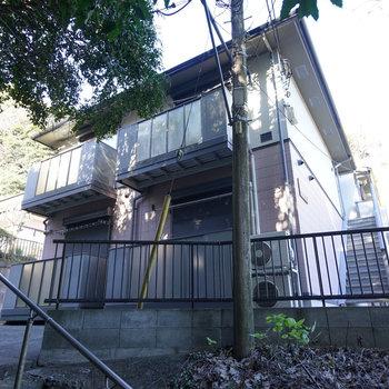 階段途中にあるアパートです
