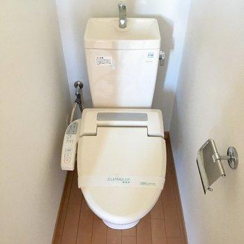 トイレはしっかりウォシュレット付き