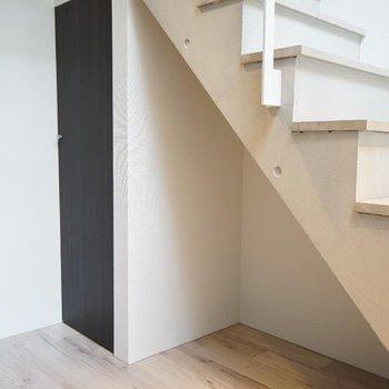 階段下はうまく収納に使いたい。※写真は4階の別部屋