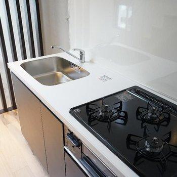 大きなキッチンで料理を楽しみましょう。※写真は4階の別部屋