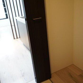 こちらは廊下の収納。※写真は4階の別部屋