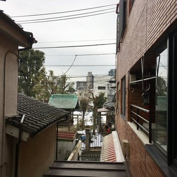 少し神社が見えます。
