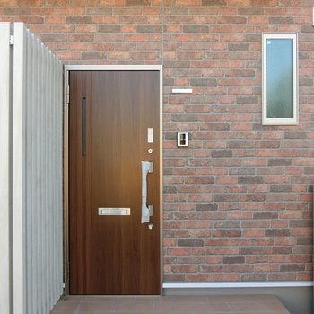 101号室の玄関扉