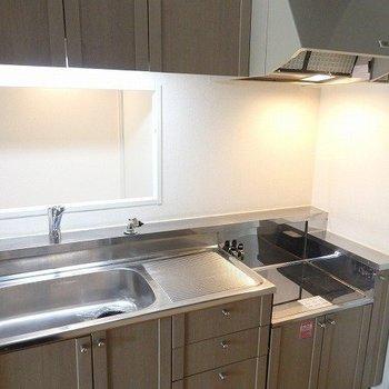 キッチンは、ガスコンロを設置していただく形になります。*写真は同間取りの別部屋です