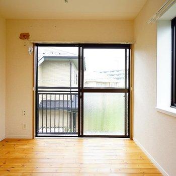 2階は3部屋もあります!1つめのお部屋は2面採光!※写真は前回募集時のものです