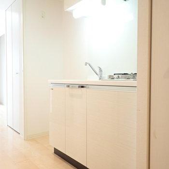 システムキッチンは白!