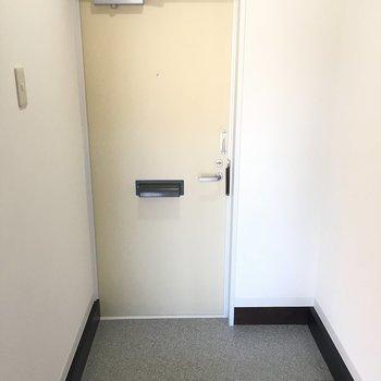 こちらが玄関※写真は別部屋