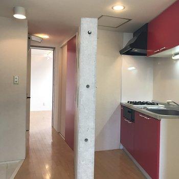 壁の向こうはキッチン