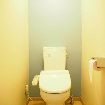 個室トイレはパステルに。