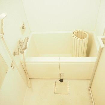 浴槽は深め!