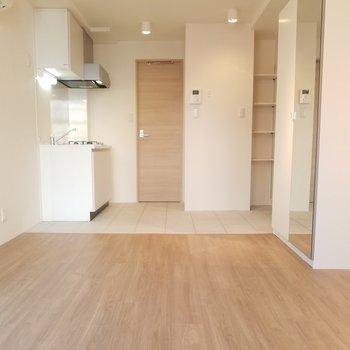 お部屋と玄関の段差が無いんです。※写真はクリーニング前です