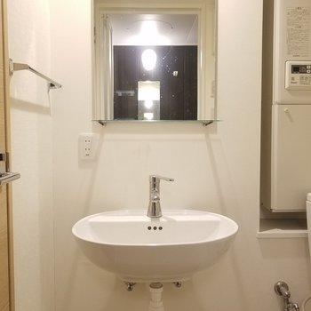 独立洗面!丸っこくて可愛い!※写真はクリーニング前です