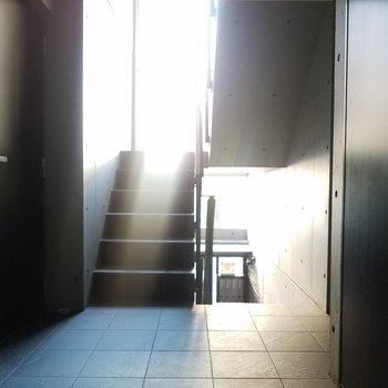 素敵な光の入り方をする共用スペースです。