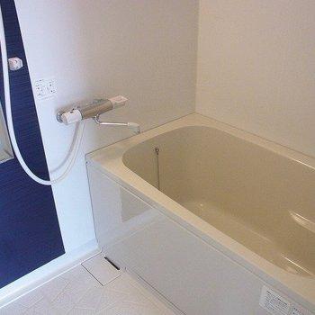 お風呂は青カラー