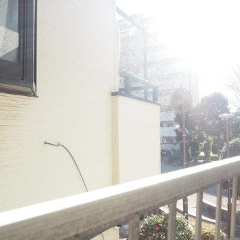 バルコニーはありません。窓からの眺めがこちらです。