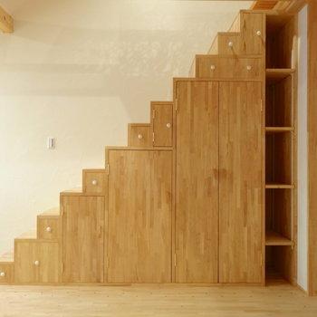 階段の収納かわいすぎません?※写真は前回掲載時のものです。