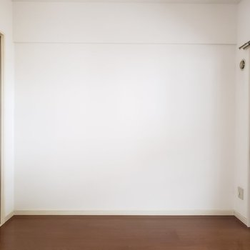 こっちの洋室は寝室として分けて使えます◎