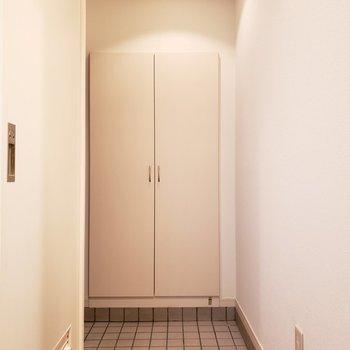 玄関からお部屋が丸見えにならないところはポイント高いです!