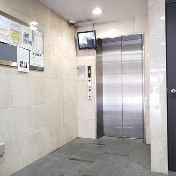 エレベーターは1台!監視カメラもあるので安心!