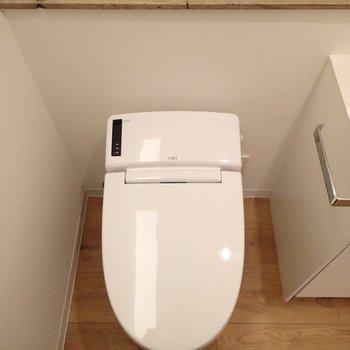 トイレは脱衣所内に。ナイス!タンクレス!※写真は前回募集時のものです