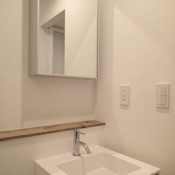 洗面台はこちら。ナチュラルテイスト。※写真は前回募集時のものです