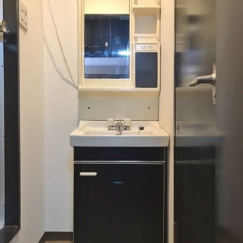 脱衣所は少し狭いかな、独立洗面台はありがたい!