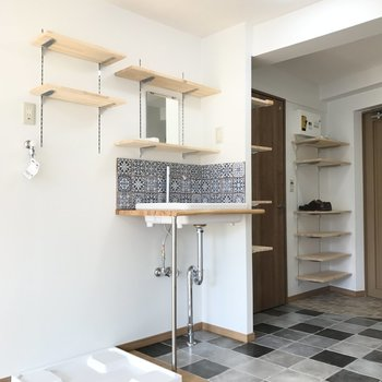 洗濯機置場、洗面台、玄関の配置