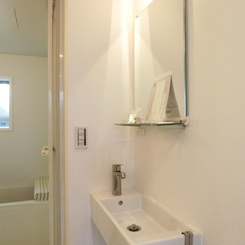 コンパクトな洗面台 ※写真は同間取りの 01号室です。