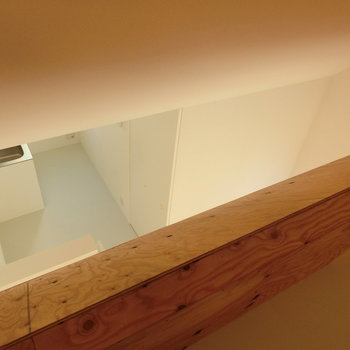 ロフトから見えるキッチン ※写真は同間取りの 01号室です。